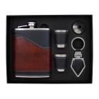 Elegancki zestaw piersiówka w skórze ekologicznej, kieliszki, lejek, brelok do kluczy w opakowaniu prezentowym
